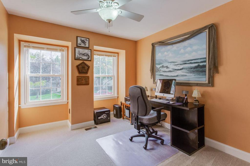 Another bedroom currently being used as an office - 4338 CUB RUN RD, CHANTILLY