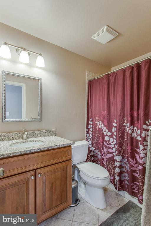 One of 2 full baths on upper level- both updated - 4338 CUB RUN RD, CHANTILLY