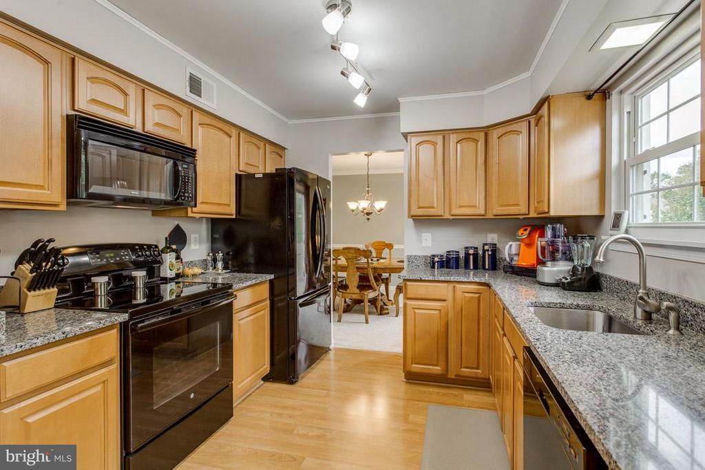 Updated kitchen with newer appliances - 4338 CUB RUN RD, CHANTILLY