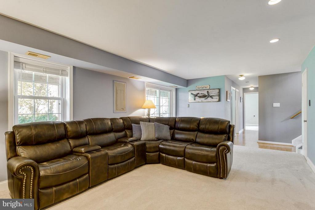 Large space for all your entertaining needs - 4338 CUB RUN RD, CHANTILLY