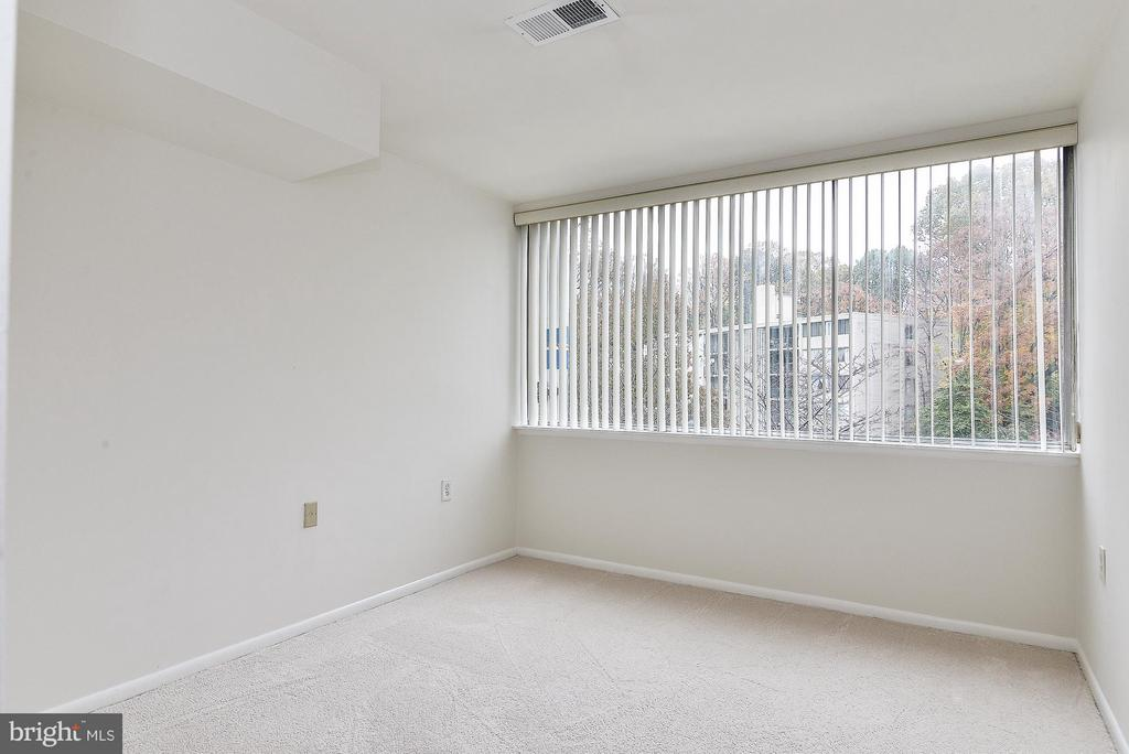 3rd Bedroom with wall-to-wall windows - 4420 BRIARWOOD CT N #41, ANNANDALE