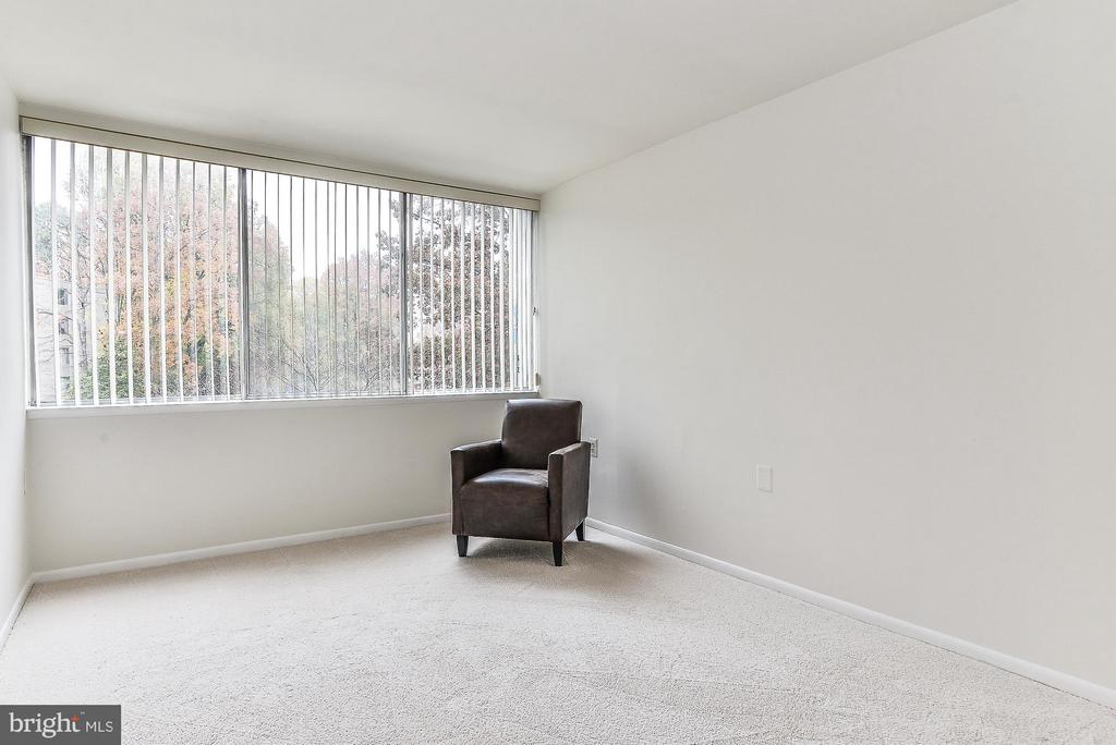 2nd Bedroom with wall-to-wall windows - 4420 BRIARWOOD CT N #41, ANNANDALE