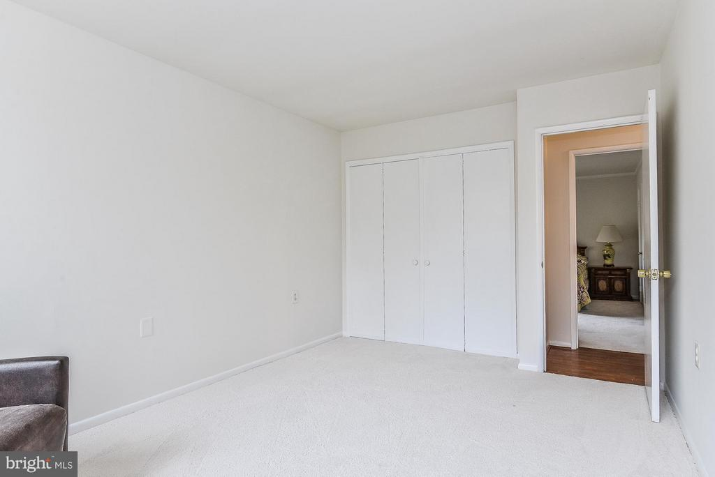 2nd Bedroom with large reach-in closet - 4420 BRIARWOOD CT N #41, ANNANDALE