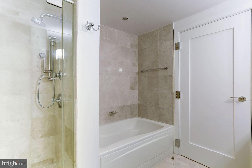 Bath (Master) - 1111 19TH ST N #2107, ARLINGTON