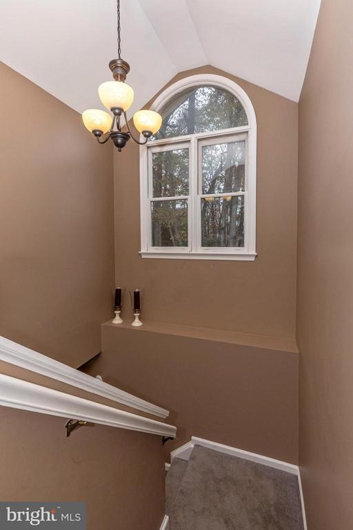 Staircase - 10095 HERON CT, NEW MARKET