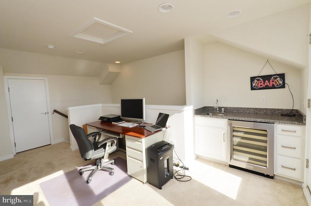 4th Level Loft w/ Wet Bar and Rooftop Terrace - 19959 MAJOR SQ, ASHBURN
