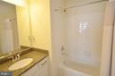 Second Bedroom's En-Suite Full Bath w/ Granite - 19959 MAJOR SQ, ASHBURN