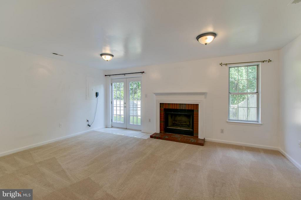 Rec Room with Fireplace and Walk-out - 301 KNOLLWOOD CT, STAFFORD