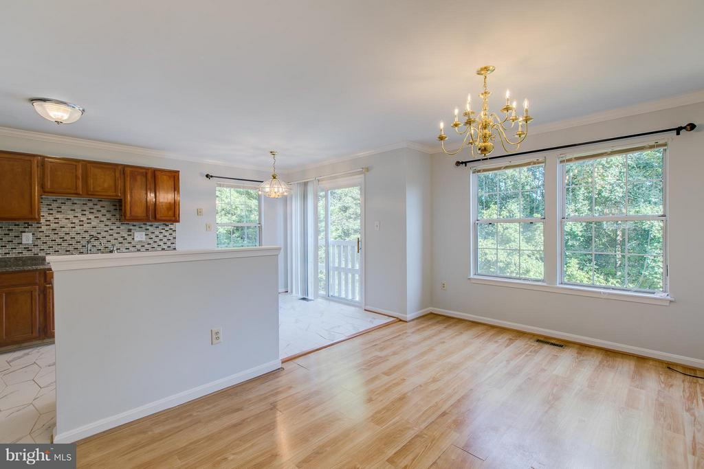 Large Dining Space - 301 KNOLLWOOD CT, STAFFORD