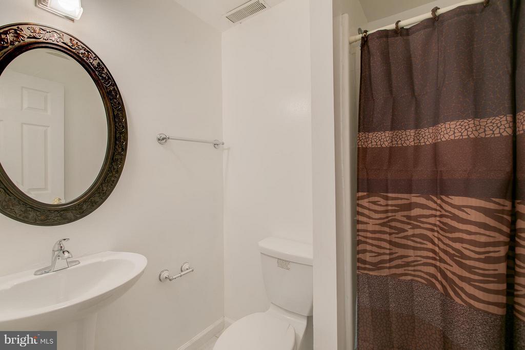 Full basement bathroom - 301 KNOLLWOOD CT, STAFFORD