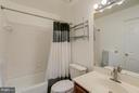Hall Bath - 301 KNOLLWOOD CT, STAFFORD