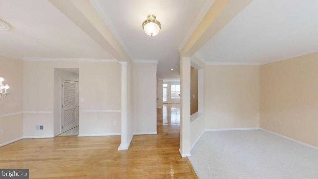 Large foyer, liiving room and dining room - 805 MONUMENT SQ, WOODBRIDGE