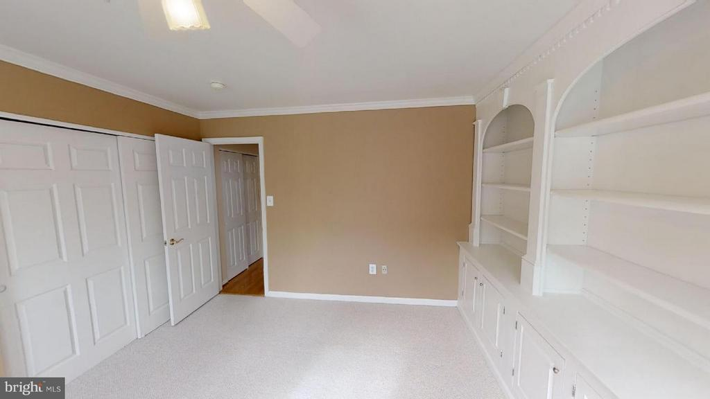 bedroom or office with built ins - 805 MONUMENT SQ, WOODBRIDGE