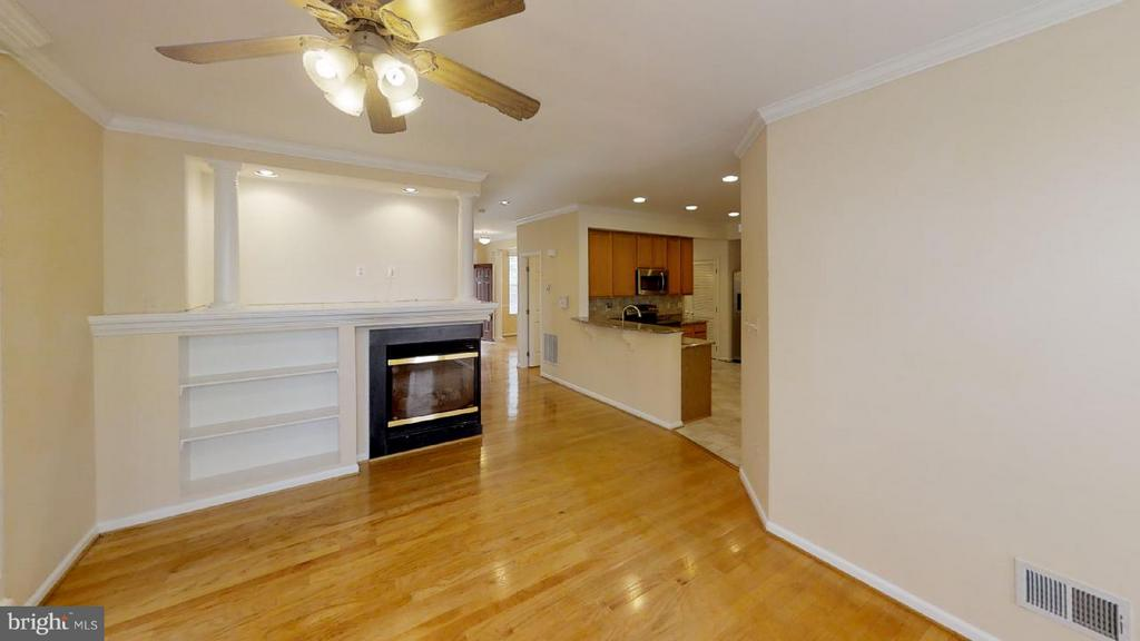 cozy family room with gas log fire place - 805 MONUMENT SQ, WOODBRIDGE