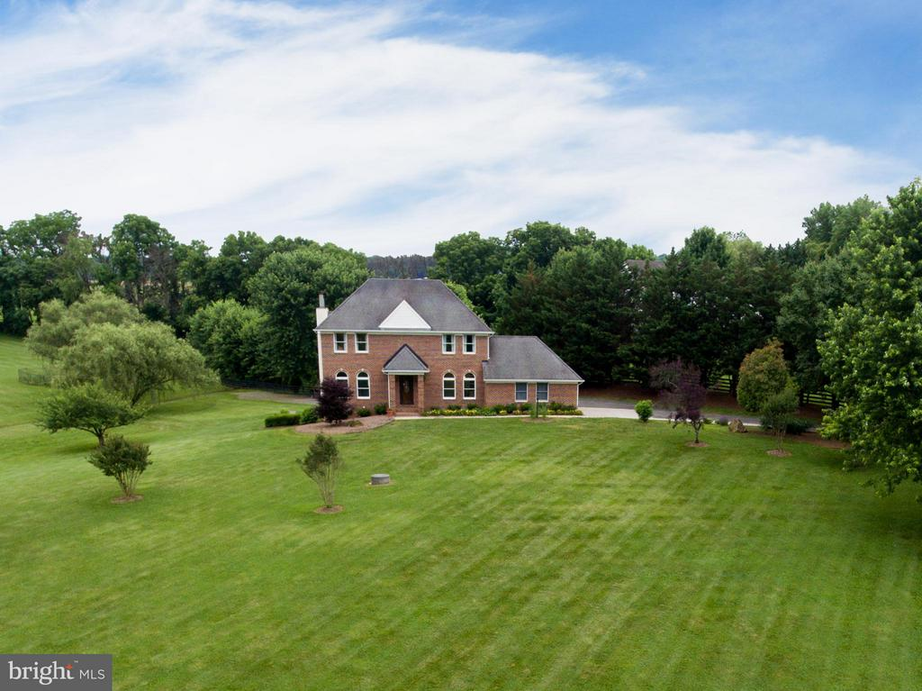 No HOA fees bring your horses. - 18990 LOUDOUN ORCHARD RD, LEESBURG