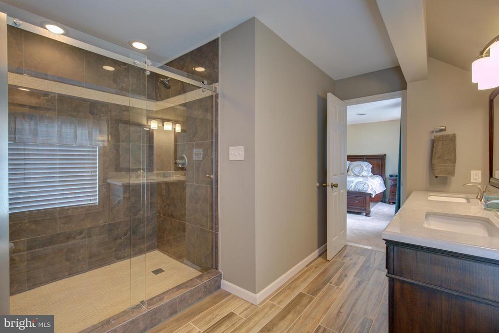 Remodeled master bath - 18990 LOUDOUN ORCHARD RD, LEESBURG