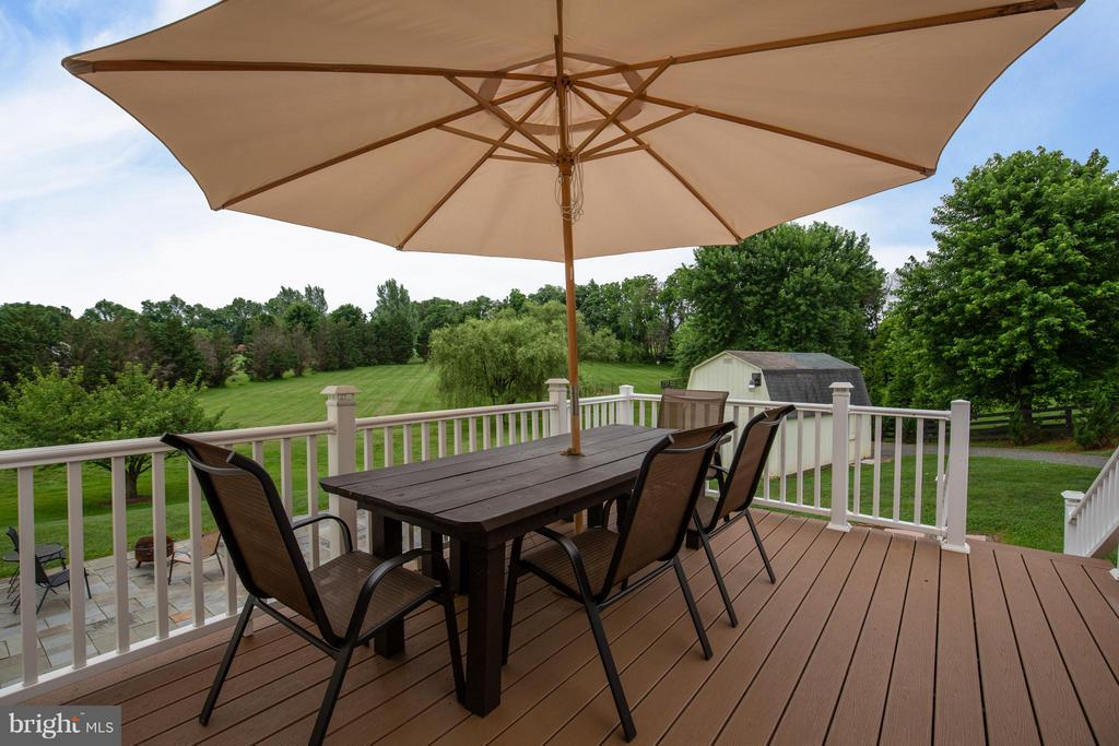 Trex Deck with Vinyl Wrapped Rails - 18990 LOUDOUN ORCHARD RD, LEESBURG