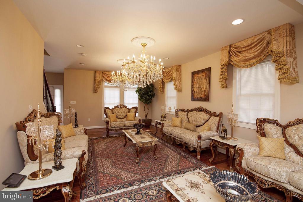 Living Room - 7909 ASHTON ST, ALEXANDRIA