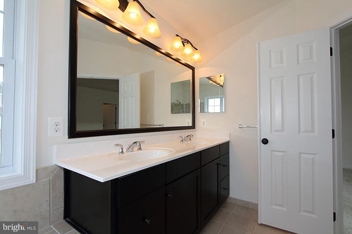 Master bath double vanity - 301 ADDIVON TER, PURCELLVILLE