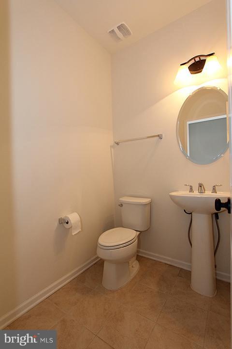 Powder bathroom - 301 ADDIVON TER, PURCELLVILLE