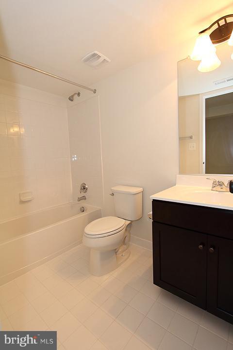 Lower level full bathroom - 301 ADDIVON TER, PURCELLVILLE