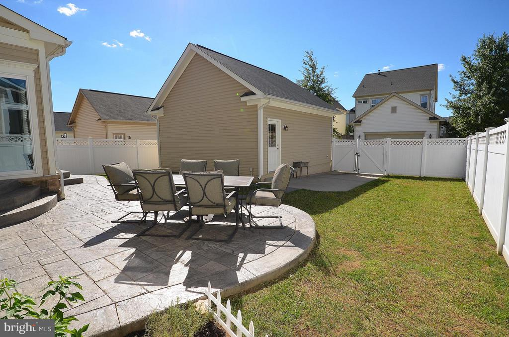 Stamped Concrete Patio and 2 Car Detached Garage - 23382 HIGBEE LN, ASHBURN