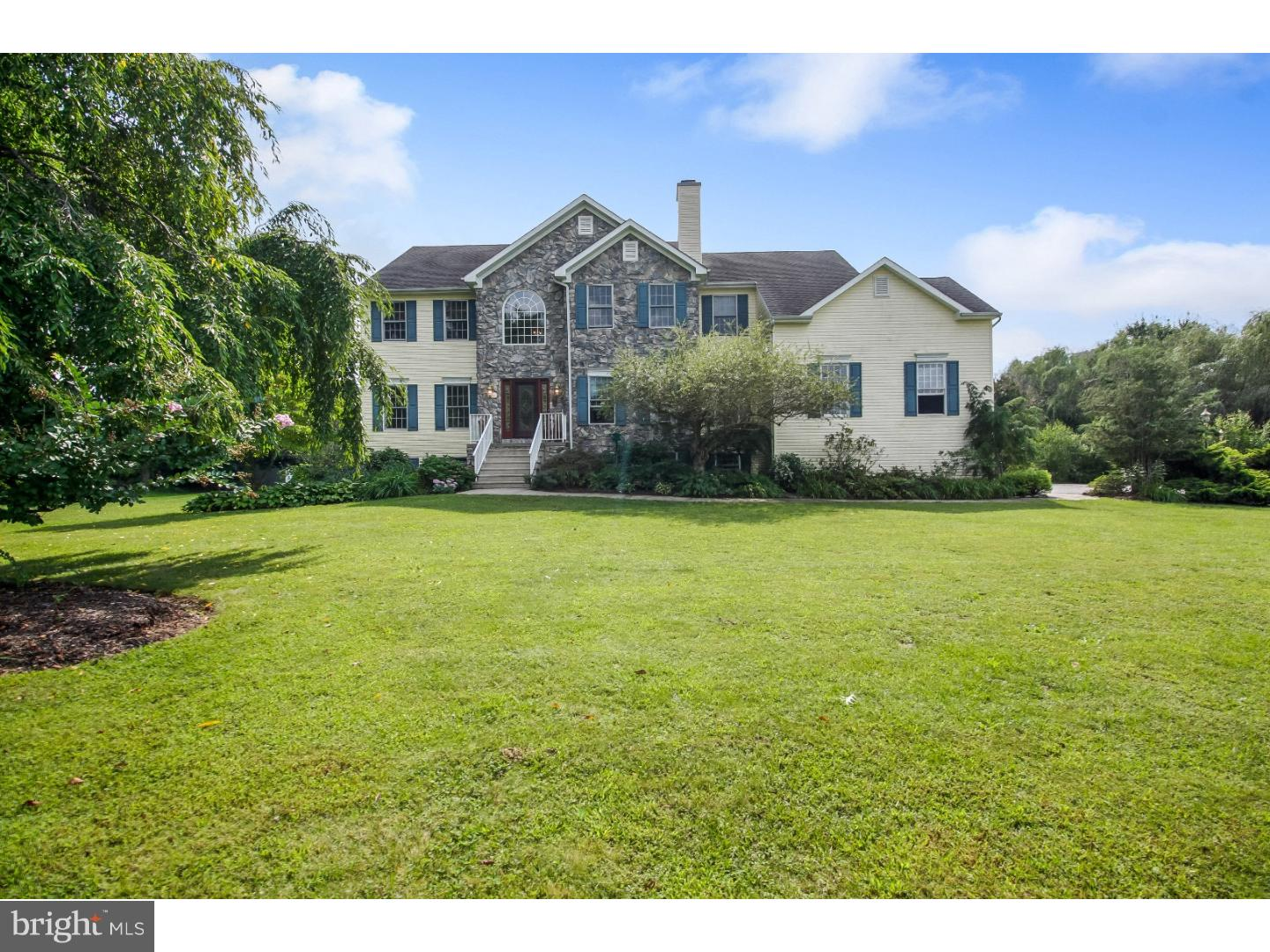 Photo of home for sale at 2116 Jacksonville Jobstown Road, Jobstown NJ