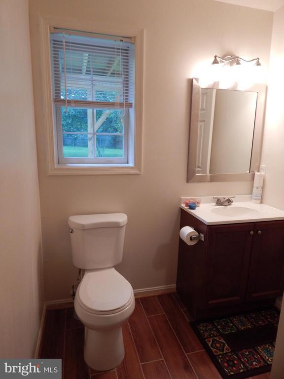 Updated basement bath with shower. - 11604 BRIAN DR, FREDERICKSBURG