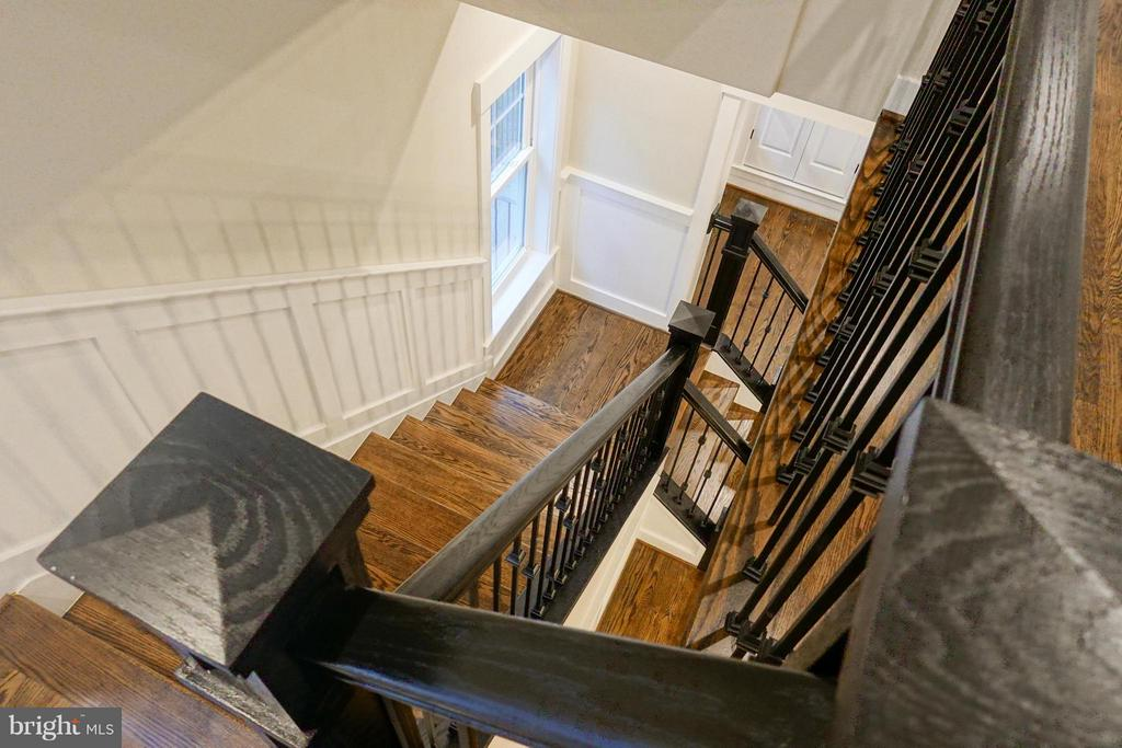 Stairs - 2336 N OAK ST, FALLS CHURCH