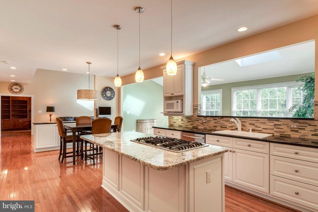 Open Kitchen w/ Eat-In & Oversized Island - 19917 INTERLACHEN CIR, ASHBURN