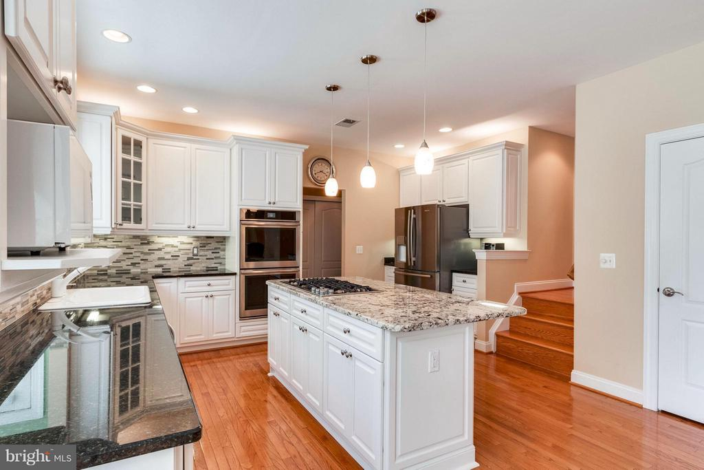 Newly Reno'd Gourmet Kitchen w/ All New Appliances - 19917 INTERLACHEN CIR, ASHBURN