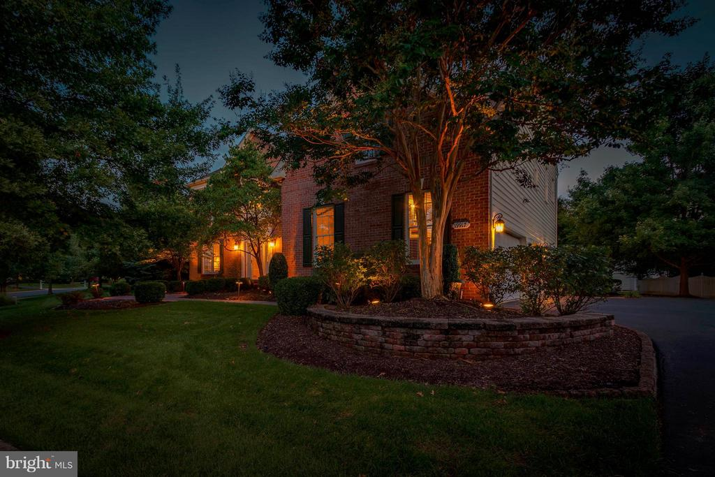 Extrodinary Hardscape & Lighting Package - 19917 INTERLACHEN CIR, ASHBURN