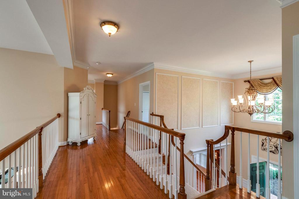Dramatic Two Story Foyer & Family Room - 19917 INTERLACHEN CIR, ASHBURN