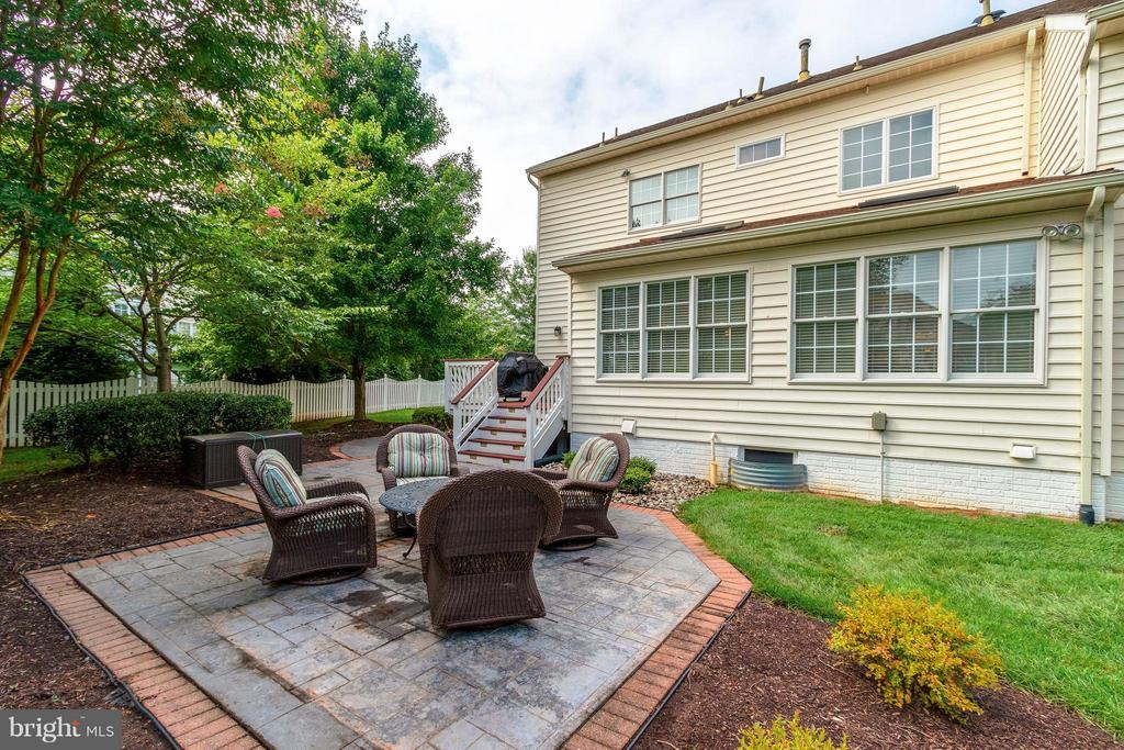 Custom Patio & Deck - 19917 INTERLACHEN CIR, ASHBURN