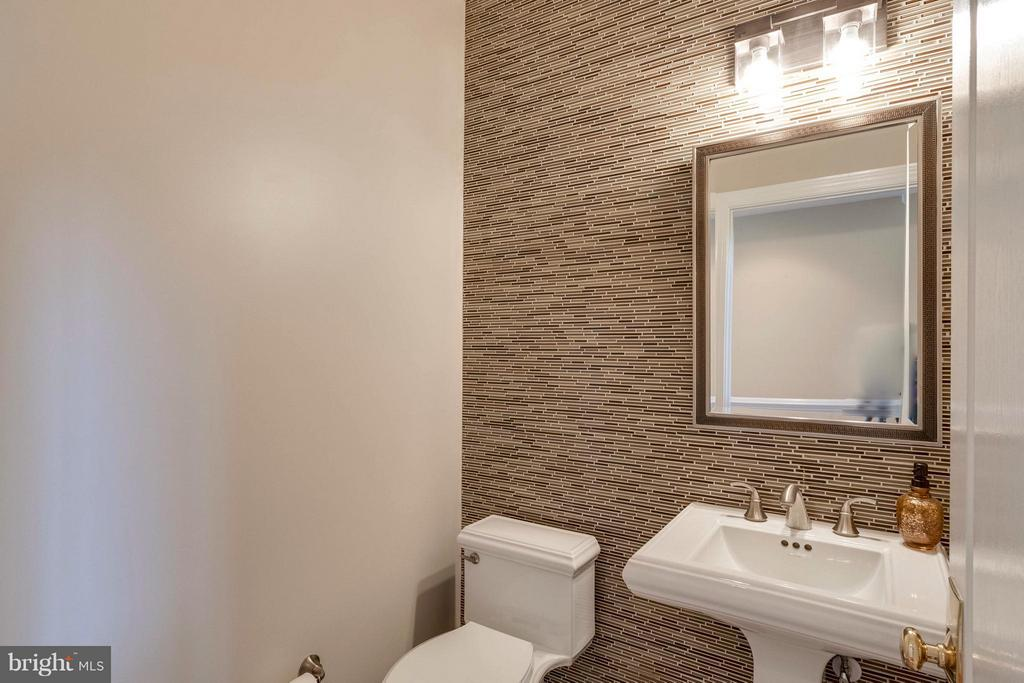 Newly Reno'd Powder Room w/ Acent Tile Wall/Floors - 19917 INTERLACHEN CIR, ASHBURN