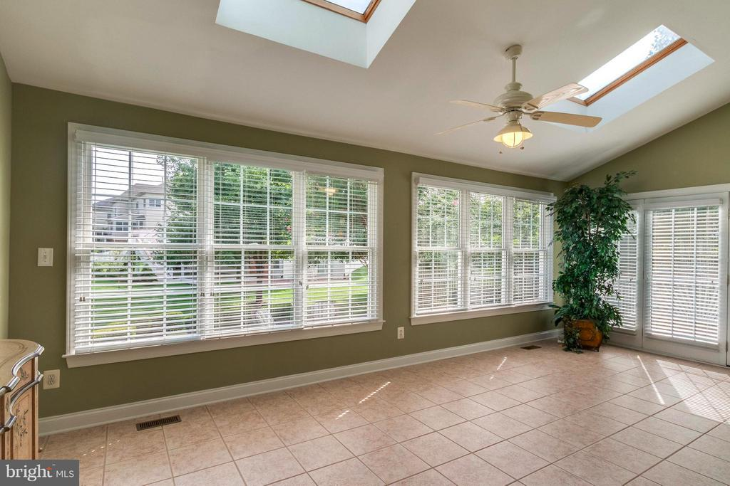 Huge Sun Filled Solarium w/ Tile & Ski Lights - 19917 INTERLACHEN CIR, ASHBURN