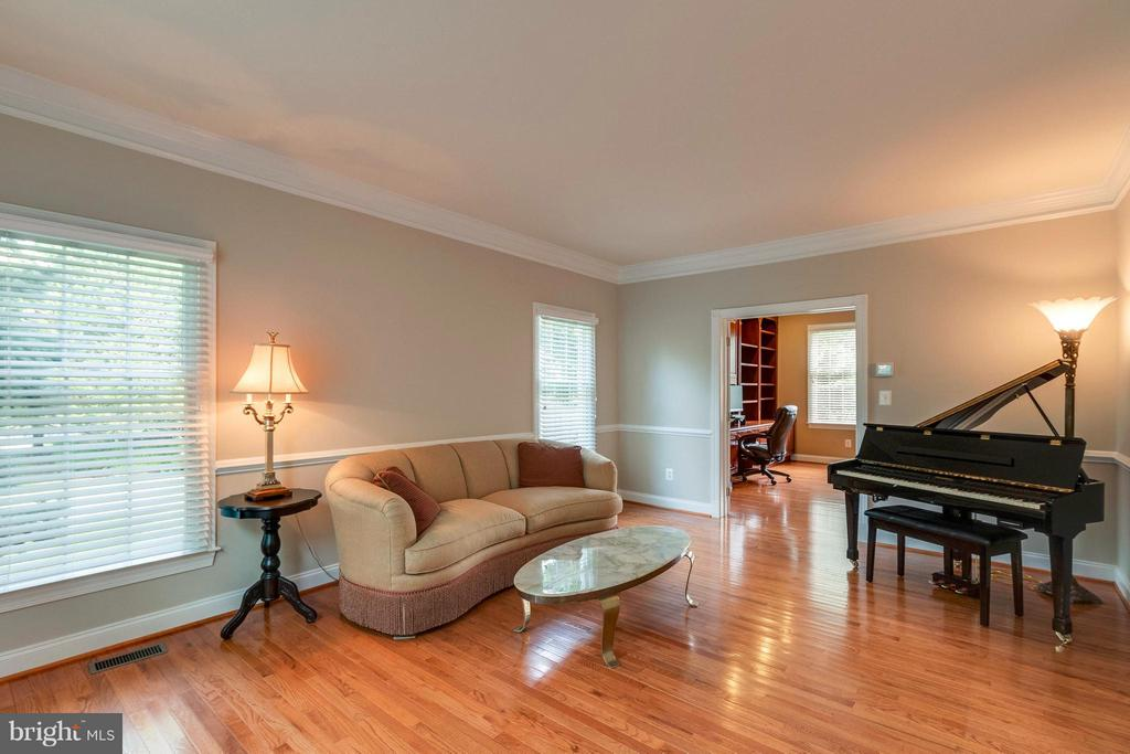Large Formal Living Room w/ Gleaming HWD Floors - 19917 INTERLACHEN CIR, ASHBURN