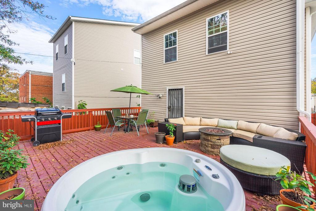 Hot tub and grill and firepit included. - 514 EASTERN AVE NE, WASHINGTON