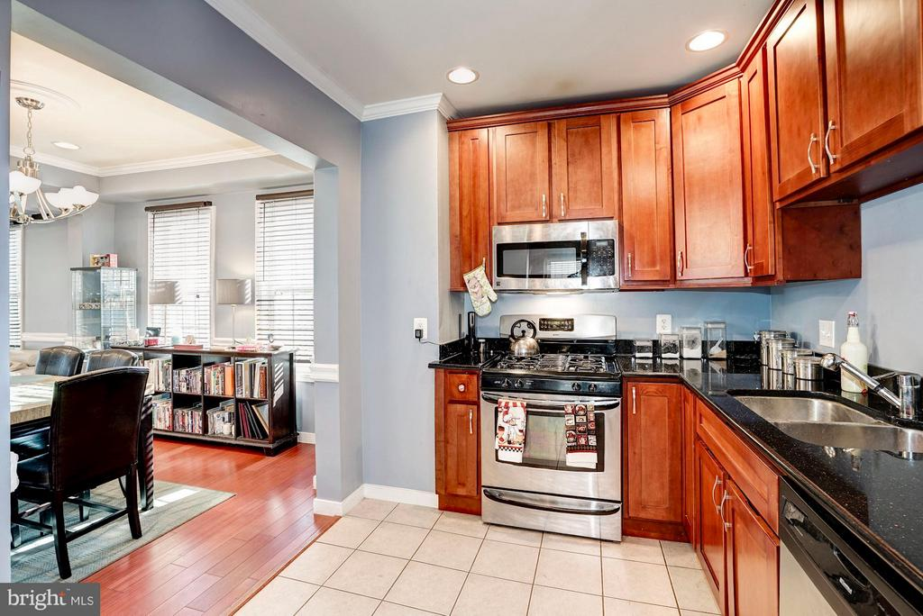 Kitchen with upgraded appliances - 514 EASTERN AVE NE, WASHINGTON