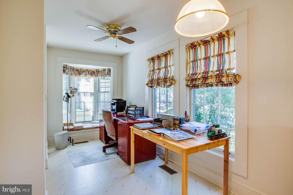 Breakfast area currently used as an office! - 1314 LITTLEPAGE ST, FREDERICKSBURG