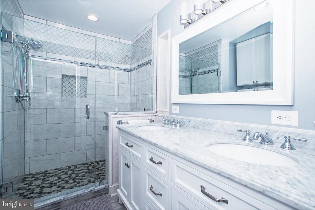 Bath - 6325 ROPE SWING CT, SPOTSYLVANIA