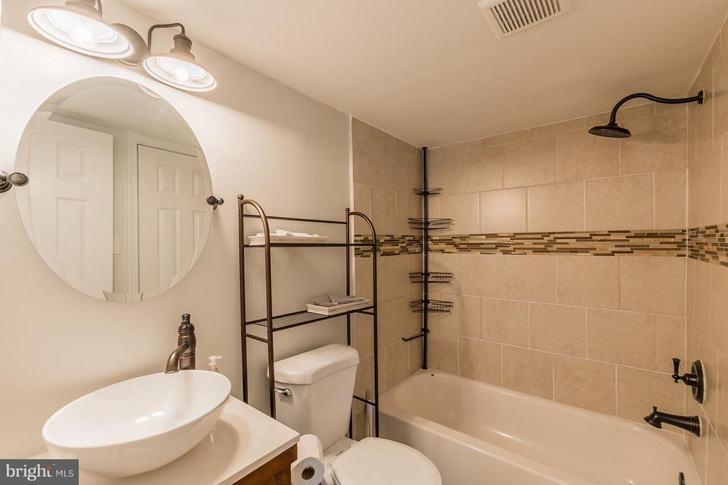 Bath - 3808 LARAMIE PL #B, ALEXANDRIA
