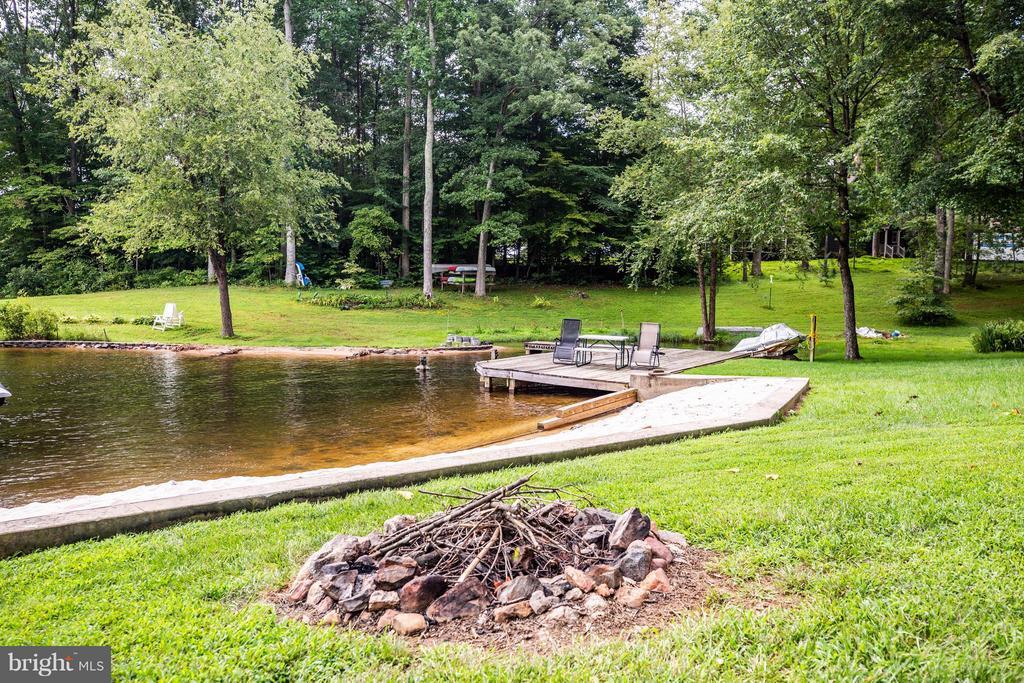 Fire pit perfect for cozy nights - 3725 BREAKNOCK RD, BUMPASS