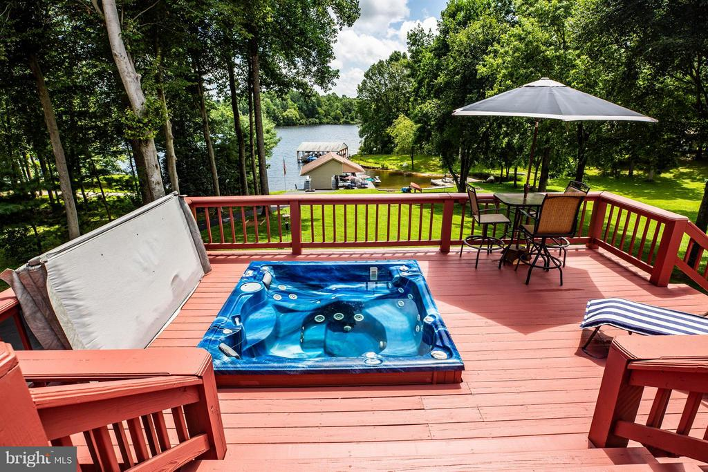 Hot Tub in Deck - 3725 BREAKNOCK RD, BUMPASS