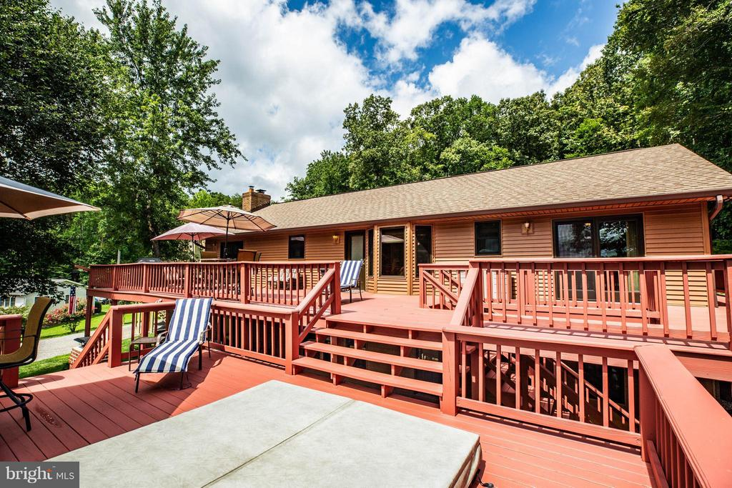 Extensive Outdoor Decking - 3725 BREAKNOCK RD, BUMPASS