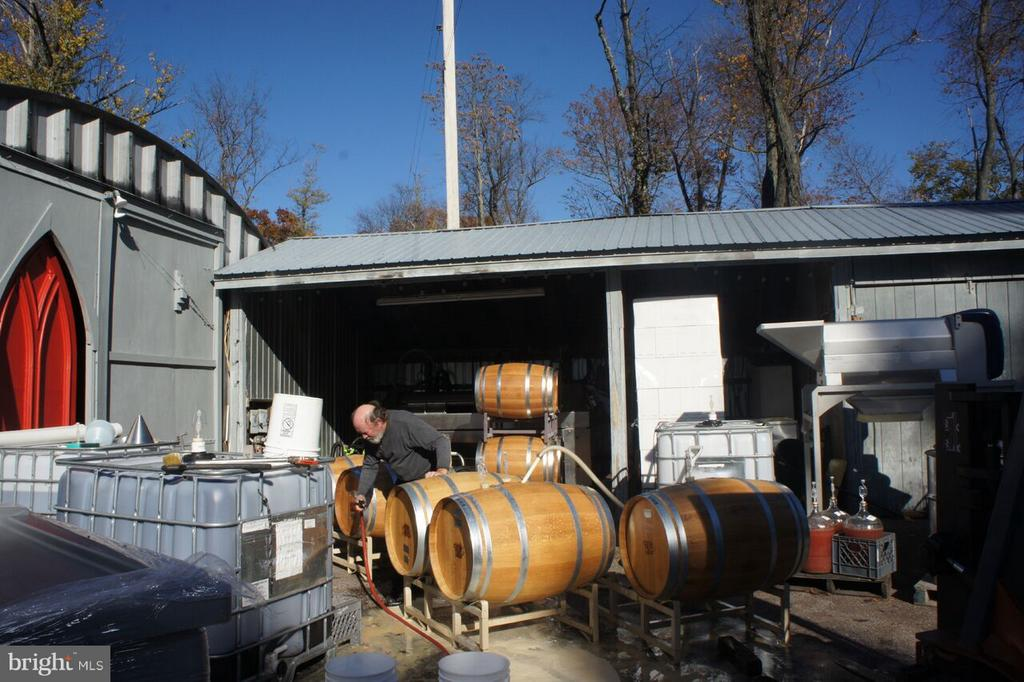 Barrels, Wine - 15113 LIBERTY RD, MOUNT AIRY