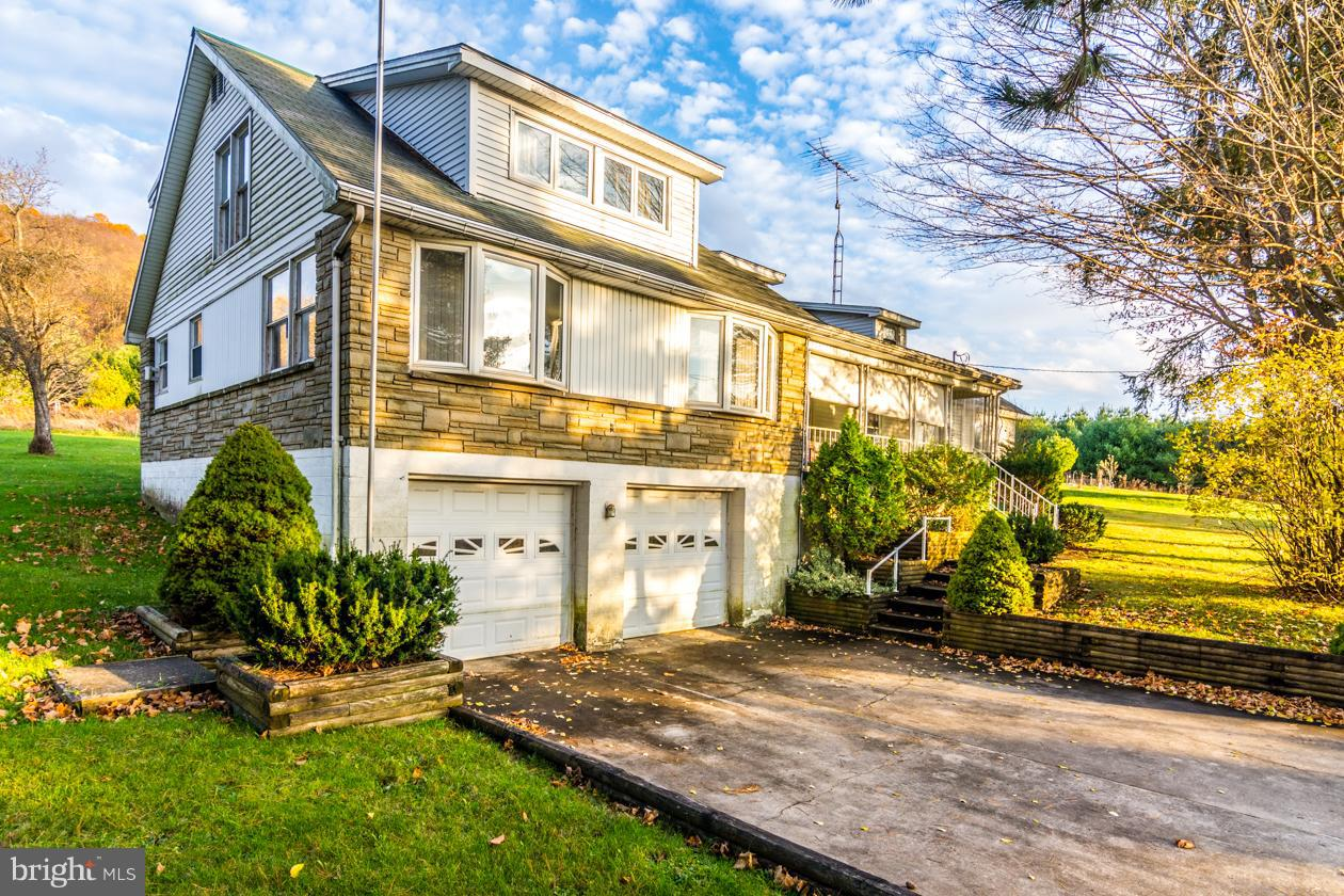 Single Family for Sale at 4188 Cranesville Rd Oakland, Maryland 21550 United States