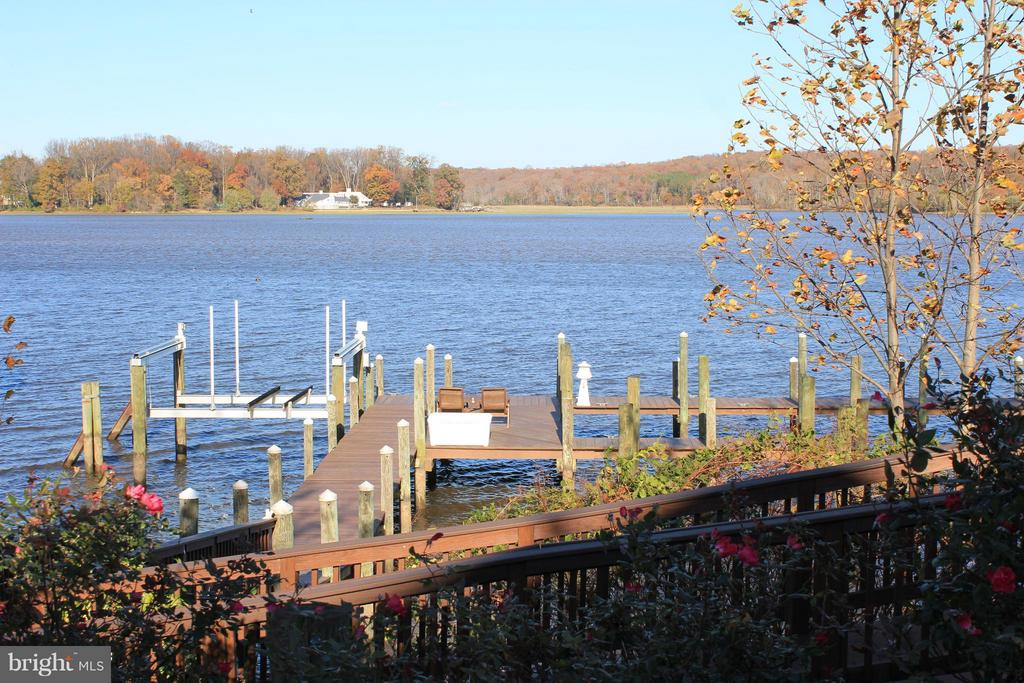 Private dock with electric boat lift and 3 slips - 472 BELMONT BAY DR, WOODBRIDGE