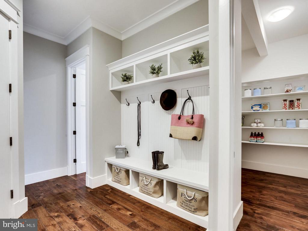 Custom Mudroom and Large Butlers Pantry - 9222 BRIAN DR, VIENNA