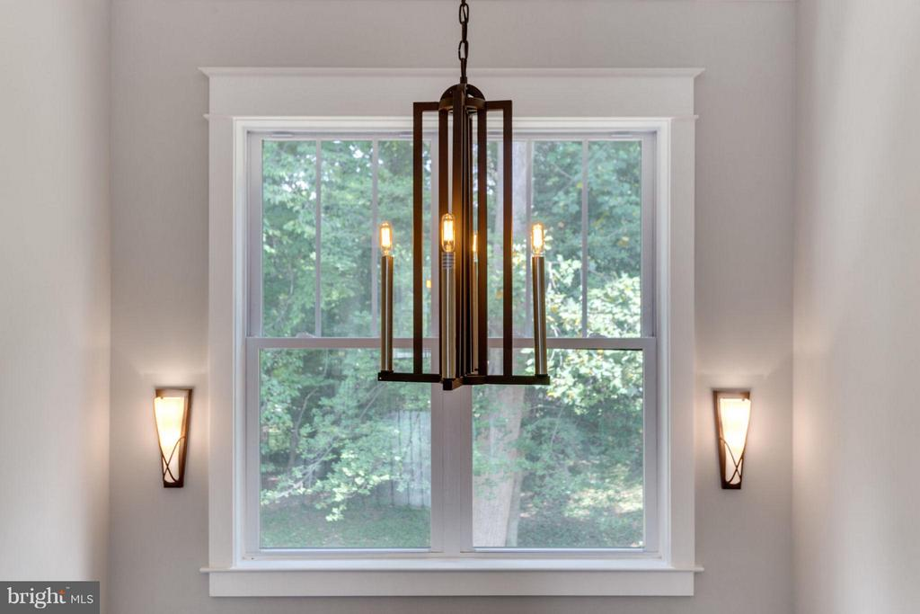 Designer picked l high-end Light fixtures - 9222 BRIAN DR, VIENNA